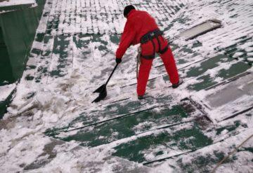 Сплошная очистка крыши от снега